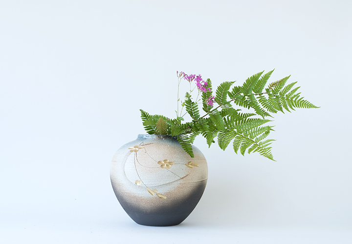 花彫金彩花器01