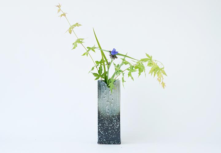 青磁ビードロ角花器01