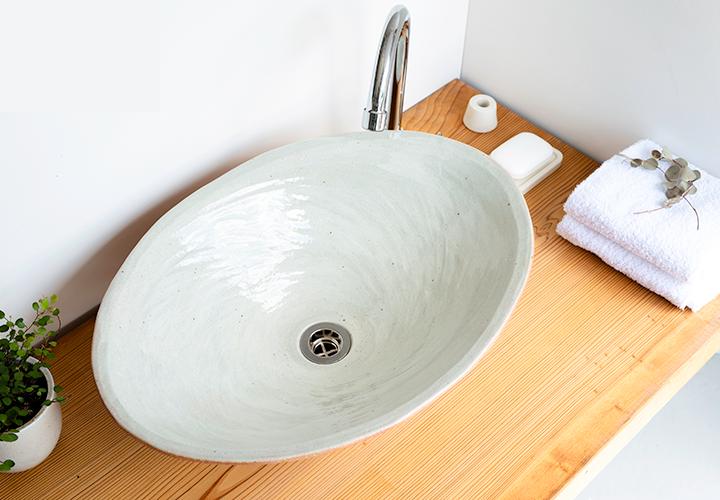 火色楕円手洗鉢(大)の使用風景