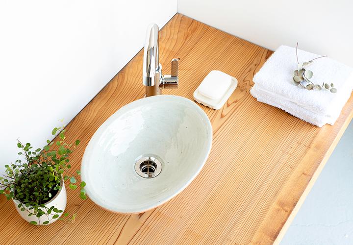 火色楕円手洗鉢(小)の使用風景