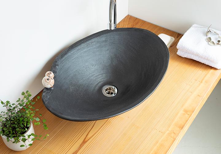 仲良しふくろう楕円手洗鉢(大)の使用風景