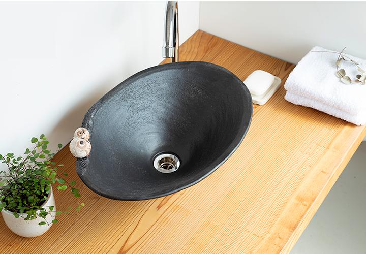仲良しふくろう楕円手洗鉢(中)の使用風景