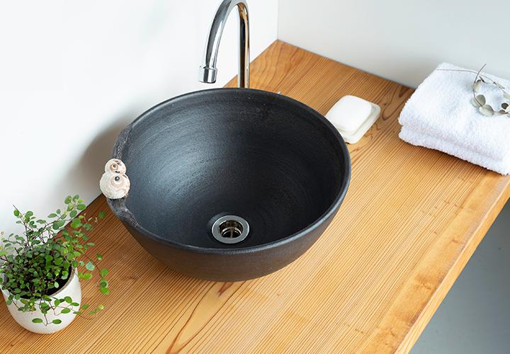 仲良しふくろう丸型手洗鉢の使用風景