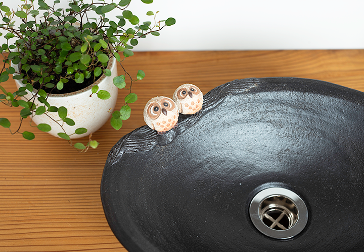 仲良しふくろう楕円手洗鉢(小)のふくろう