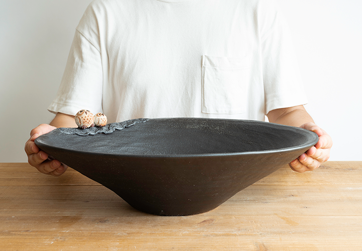 仲良しふくろう楕円手洗鉢(中)のサイズ感