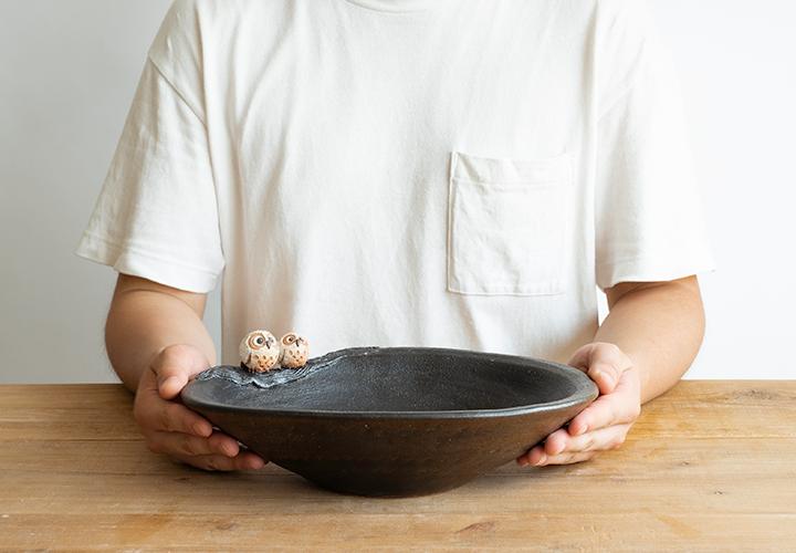 仲良しふくろう楕円手洗鉢(小)のサイズ感