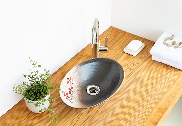 赤絵付楕円手洗鉢(W30cm)の使用風景