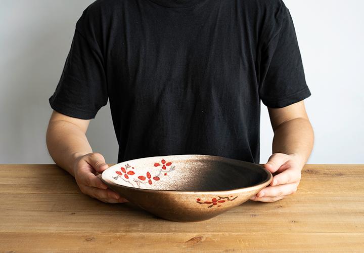 赤絵付楕円手洗鉢(W30cm)のサイズ感